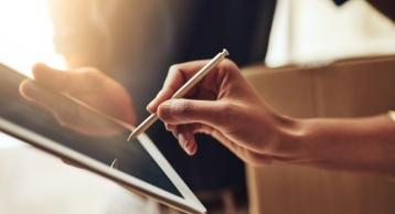 电子合同和纸质合同具有一样的法律效力吗?都具有哪些法律效力?